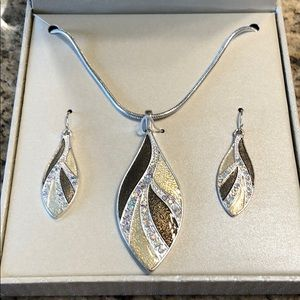 Kim Rogers NEW Necklace and Earrings Set